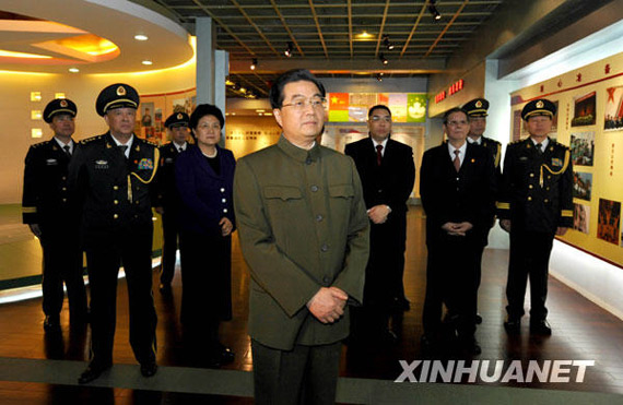 Hu's visit, when Garrison visit the military history museums. Xinhua News Agency reporters Li Xue and Ren She