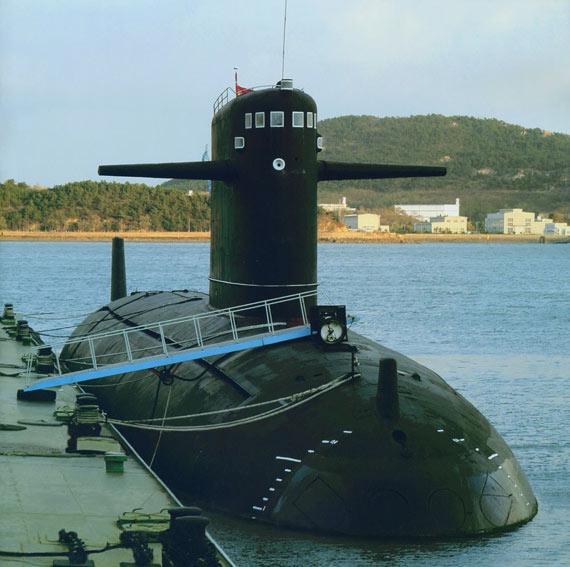 文章称中国海军拥有62艘潜艇,其中有10艘核潜艇。