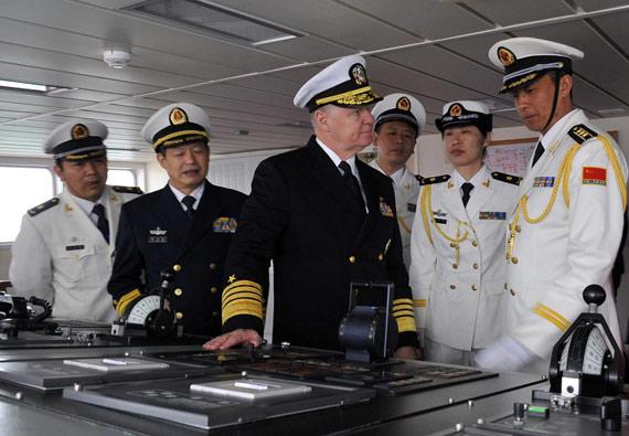 美军高官参观我海军装备。