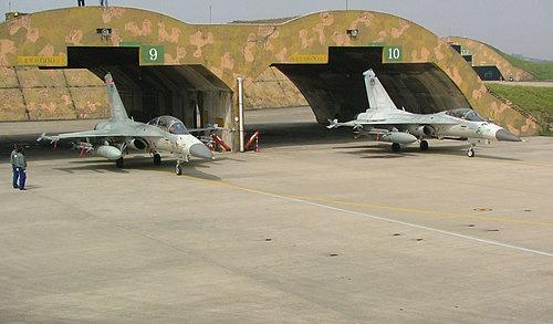 台军最大飞机地下防空洞可容纳200架战机(图)