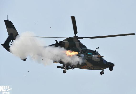 我军陆航直升机集训蛇形机动等高难战术课目