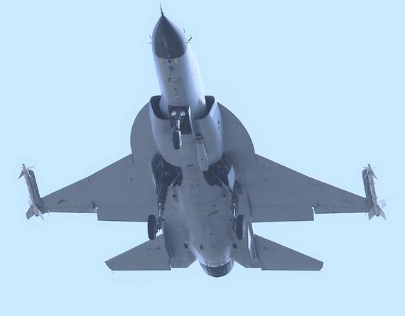 """文章称""""枭龙""""战机是不可能在极大程度上维持对印度前线战机远程优势。"""