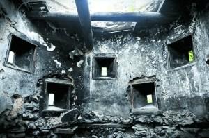 铁路边日军炮楼内部仍能看到斑驳的射击孔