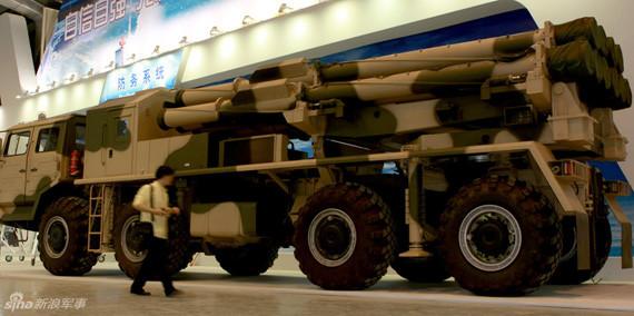 国产外贸型A100远程多管火箭炮实物现身珠海。摄影:冰凉 门广阔