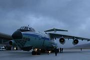 空军伊尔76搭载人员设备抵达灾区
