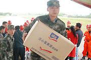 百余救援人员携带设备食物赴玉树