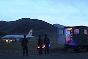 我空军灯光分队保障飞机夜航
