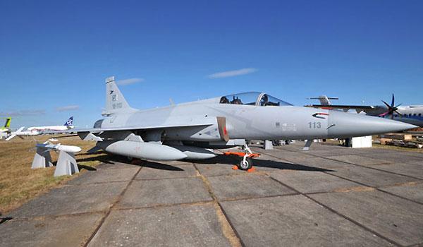 巴基斯坦空军携三架枭龙战机亮相珠海航展