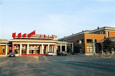 中国新老两批21名航天员喜迁新居