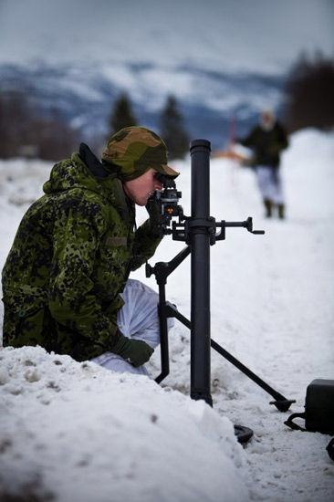 资料图:俄军炮兵在寒区训练