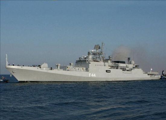 印度海军的塔尔瓦级护卫舰塔巴尔号。