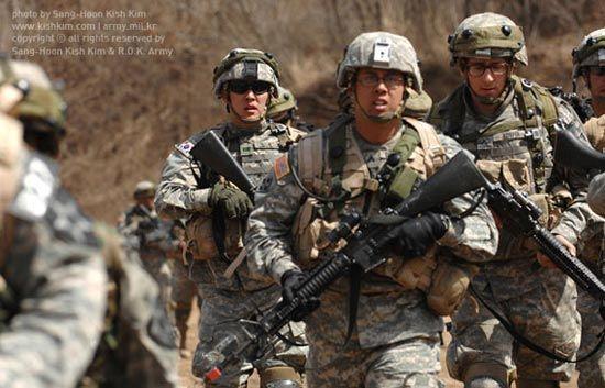 资料图:美韩士兵共同进行演习。