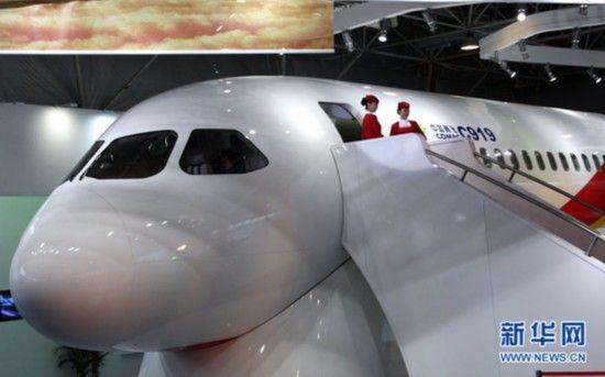 资料图:2010年11月15日,国产C919大型客机展示样机在珠海航展展馆首次亮相。