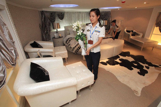 Data for: waiter hotel in Tianjin, the first completed aircraft carrier Presidential suite sorting Xinhua News Agency issued