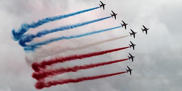 法兰西巡逻兵航展上演特技飞行秀