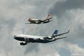伊尔96-400T与伊尔-114双机飞行