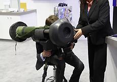 """雷声公司""""标枪""""反坦克导弹模拟训练装置"""