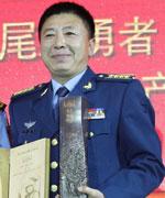空军装备部试飞团副师职副参谋长李刚获英雄无畏奖