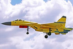 歼-15战机试飞图展示结构细节