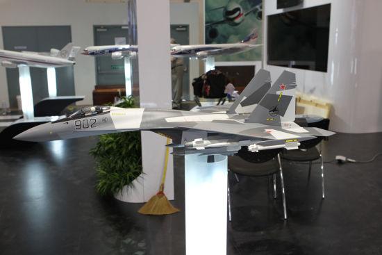 新加坡航展上俄罗斯苏霍伊公司展出的F35战机模型