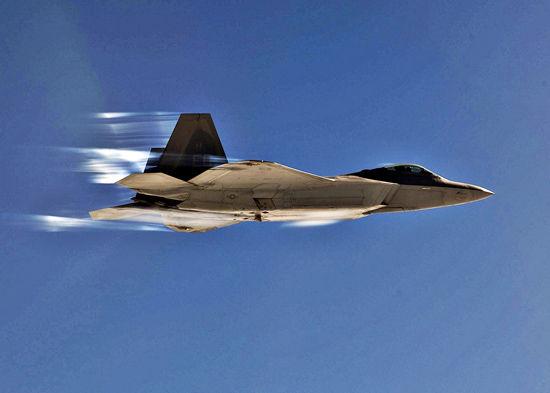 资料图:美国空军F-22猛禽战机飞行训练