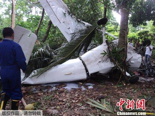 菲律宾一架小型飞机坠毁两死两伤