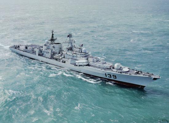 """资料图:中国海军现代级""""宁波""""号导弹驱逐舰"""