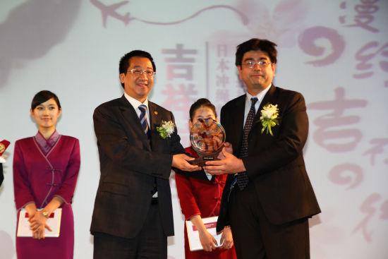 会议宣布上海至日本冲绳县首府那霸的直飞航线将于8月开通(摄影:沈铨)