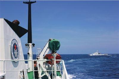 中国渔政船在钓鱼岛附近海域开展护渔巡航。新华社发