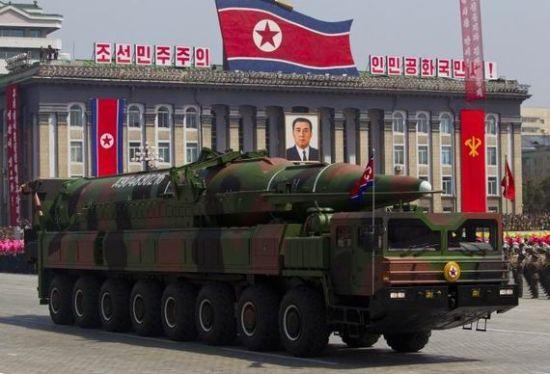资料图:朝鲜阅兵式上展示的最新型导弹
