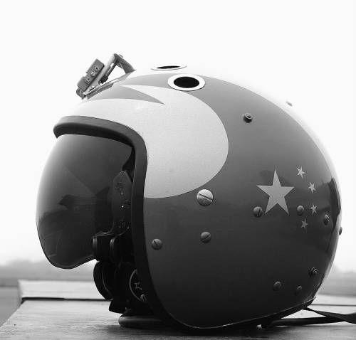 资料图:中国空军金头盔