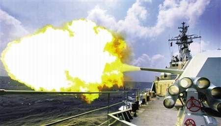 原文配图:解放军海军南海舰队执行远洋作战训练。