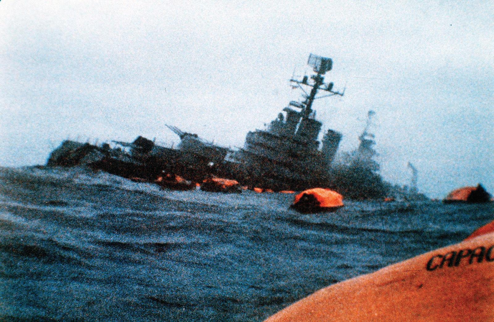 """阿根廷海军""""贝尔格拉诺将军号""""号巡洋舰沉没"""