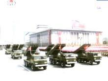 22管轮式火箭炮方队