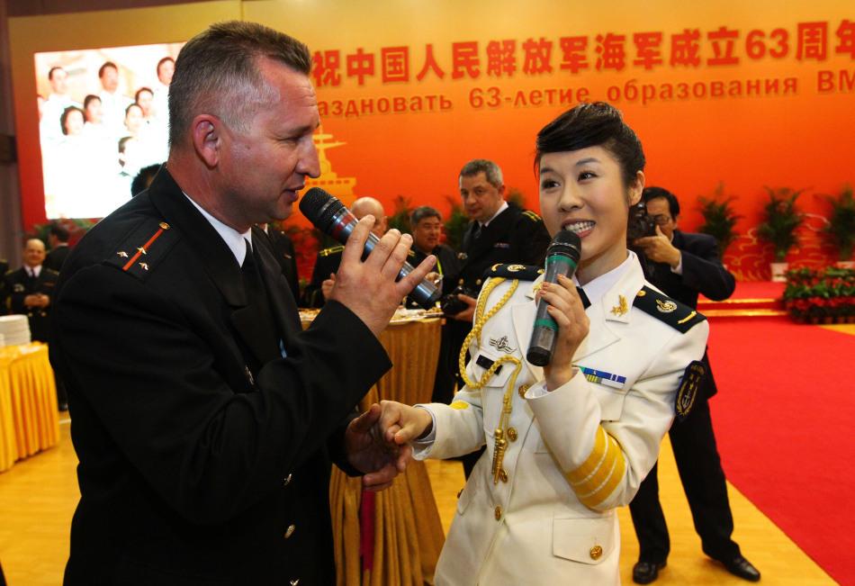 中俄海军军官合唱《喀秋莎》