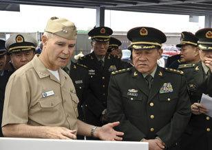 梁光烈参观美国海军圣迭戈基地