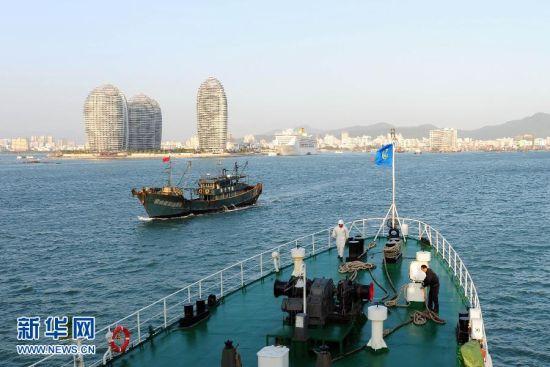 """1月17日,""""海巡21""""驶进三亚港口"""