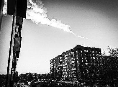 陨石划过天空留下的痕迹