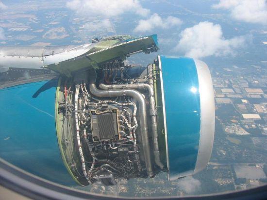 解读:飞机发动机整流罩的作用及脱落原因