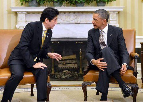 资料图:安倍晋三22日在白宫与奥巴马会晤,双方仅开放了一小段时间给媒体
