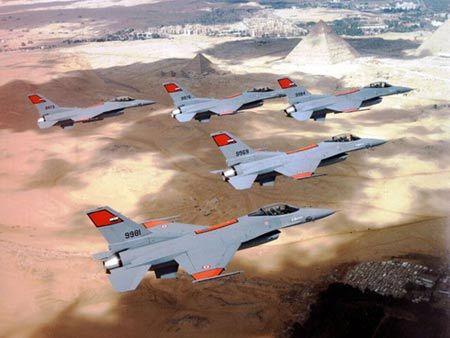 埃及空军的美制f-16a型战斗机编队