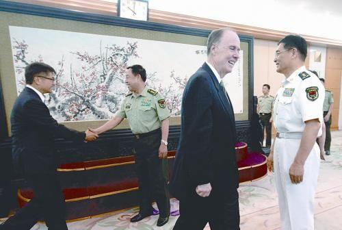 中央军委副主席范长龙(左二)28日在北京八一大楼会见美国总统国家安全事务助理多尼伦(右二)。