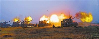 国产重型榴弹炮开火