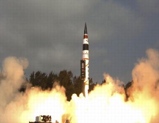 烈火-5远程弹道导弹(资料图)