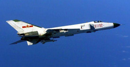 中国海军81192号歼-8战机被美EP-3撞击坠毁