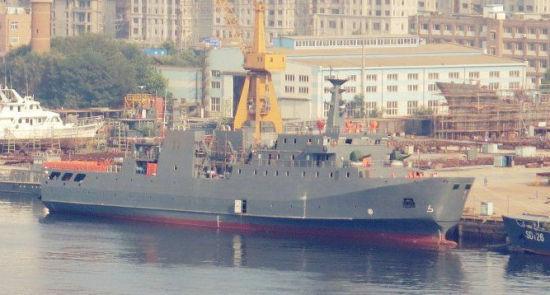 解放军正在测试的2000吨级多功能支援舰