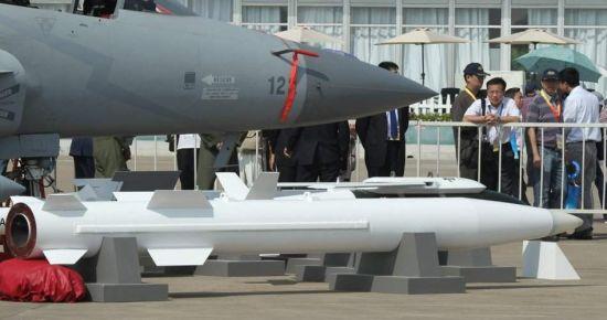 资料图:巴基斯坦空军展示的CM-400超音速空地导弹
