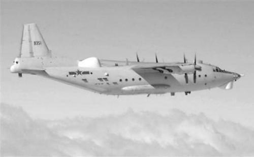 图为日本防卫省9日发布的中国Y-8预警机照片。