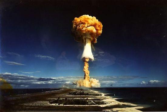 核峰会,日本发展核武最须警惕 翟德泉 两年一度的核安全峰会24日在荷兰海牙开幕,讨论核材料的安全。一般意义讲,要保证核材料不落入恐怖主义分子手中。这是自911以来的思维定式。然而,人们忽略了一个死角,那就是日本发展核武器的决心。这一核威胁的程度,决不是一般核危险所能比拟的,必须高度重视并解决之。