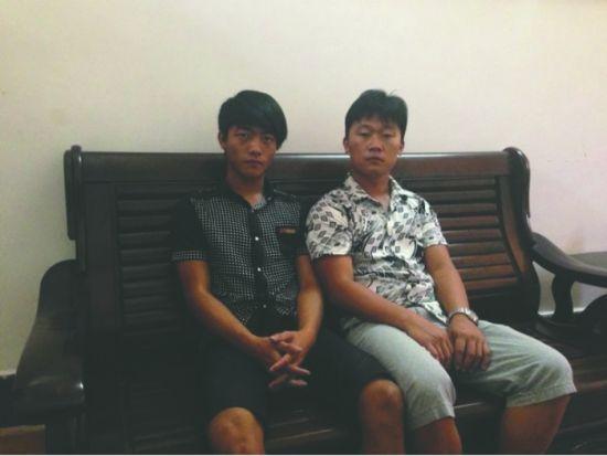 中国获释渔民李香辉(左)和何壮